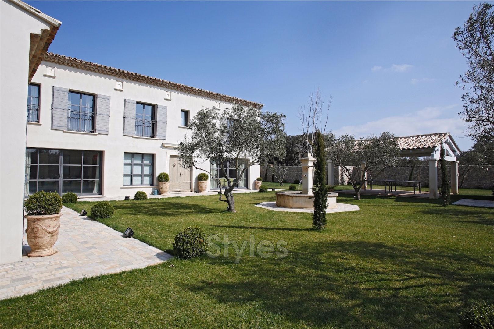 Vente maison demeure de prestige uz s 30700 1 643 000 for Achat maison uzes