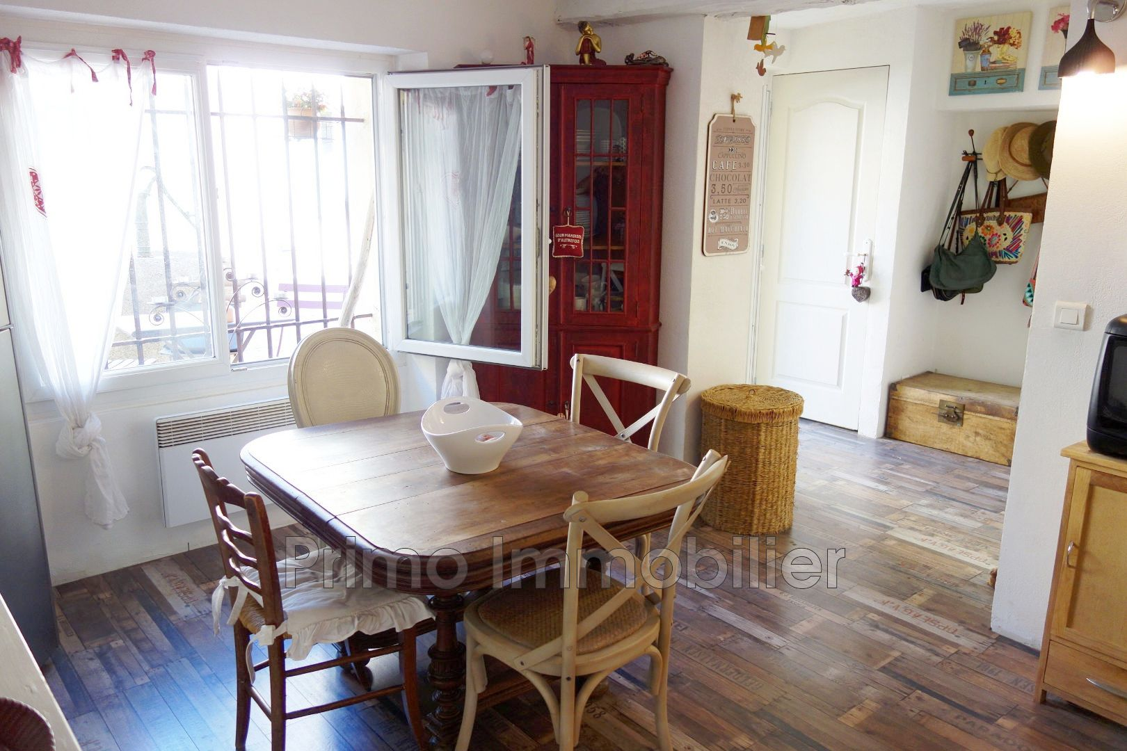vente maison de village le plan de la tour 83120 270 500. Black Bedroom Furniture Sets. Home Design Ideas