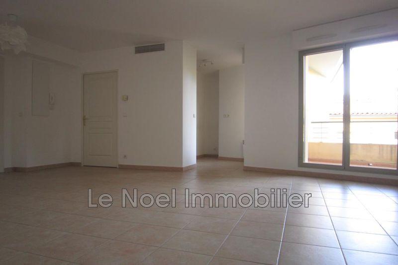 Photo Appartement Aix-en-Provence Centre ville,  Location appartement  3 pièces   63m²