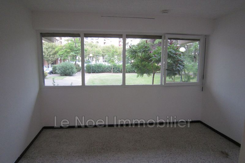 Photo Appartement Aix-en-Provence Centre-ville,  Location appartement  1 pièce   18m²