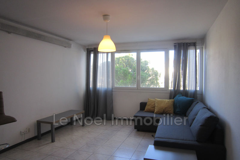 Photo Appartement Aix-en-Provence Centre-ville,  Location appartement  1 pièce   23 m²