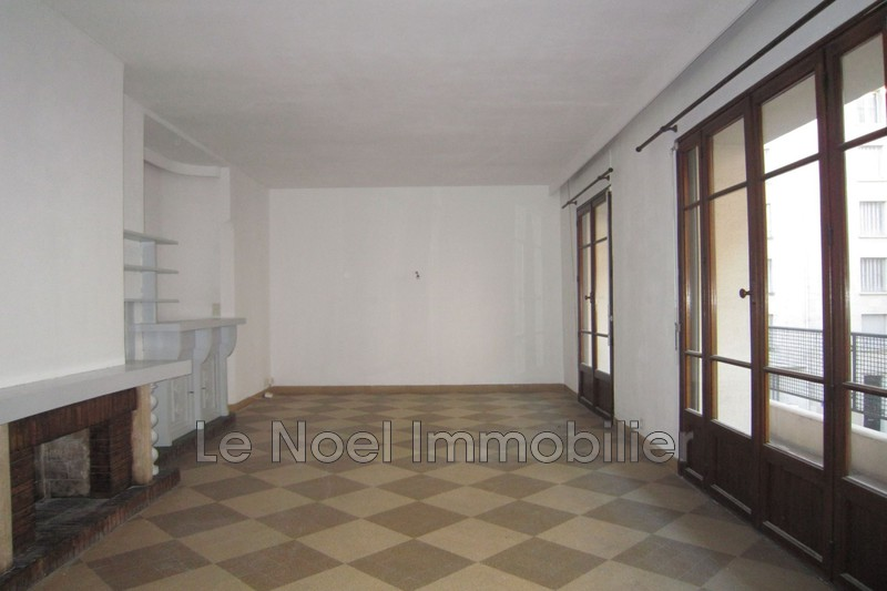 Photo Appartement Marseille Centre-ville,  Location appartement  3 pièces   71 m²