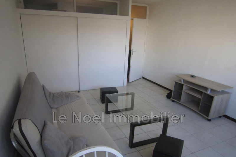 Photo Appartement Aix-en-Provence  Location appartement  1 pièce   23 m²