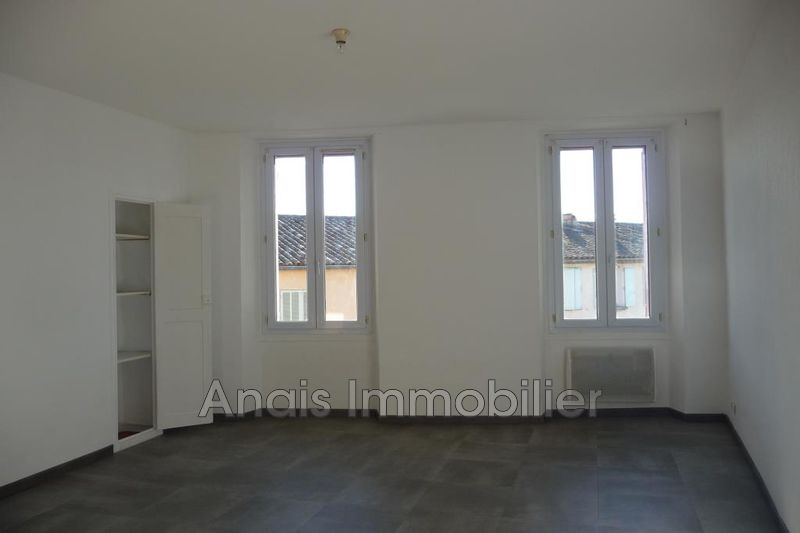 Photo Appartement Cogolin Centre-ville,  Location appartement  3 pièces   56 m²