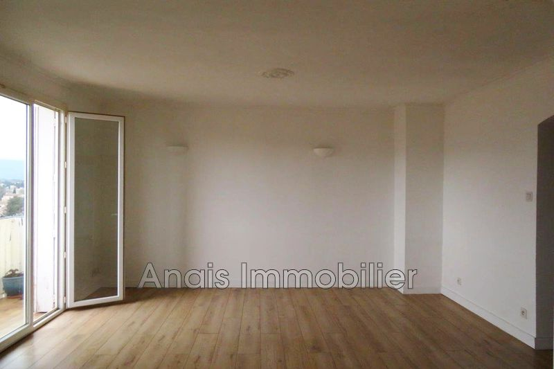 Photo Appartement Cogolin Centre-ville,   achat appartement  3 pièces   70 m²