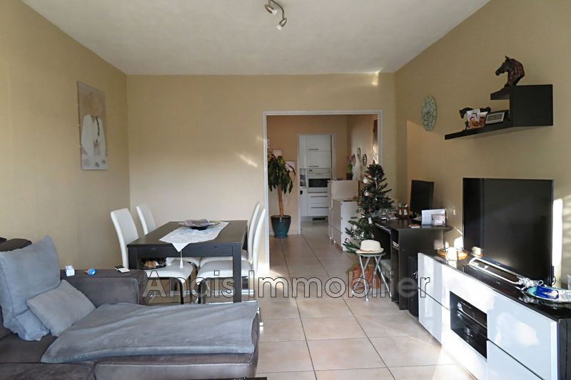 Photo Appartement Cogolin Village,   achat appartement  3 pièces   61 m²