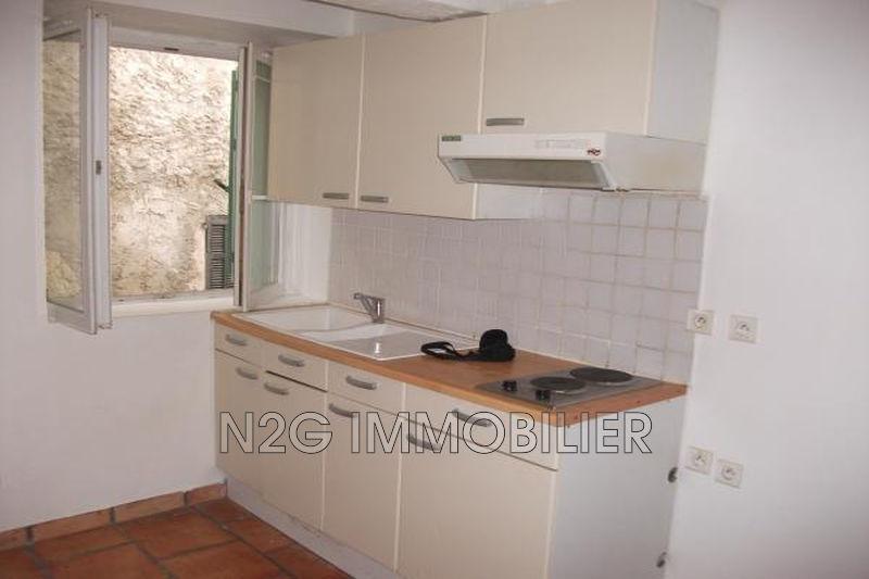 Photo n°2 - Location appartement Saint-Paul-en-Forêt 83440 - 335 €