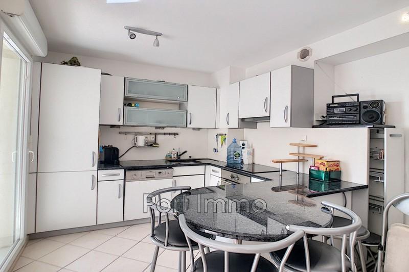 Photo Appartement Saint-Laurent-du-Var Vespins,  Location appartement  3 pièces   63m²