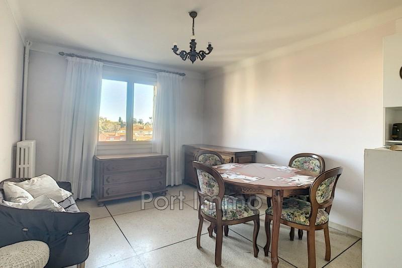 Photo Appartement Cagnes-sur-Mer Centre-ville,  Location appartement  2 pièces   32m²