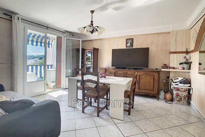 Appartement Cagnes-sur-Mer Centre-ville,  Location appartement  3 pièces   56m²