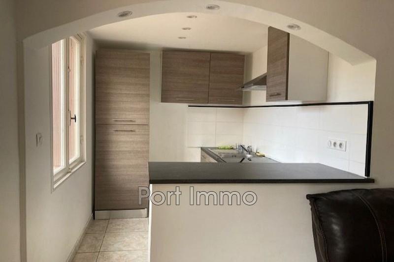 Appartement Cagnes-sur-Mer Centre-ville,  Location appartement  4 pièces   68m²