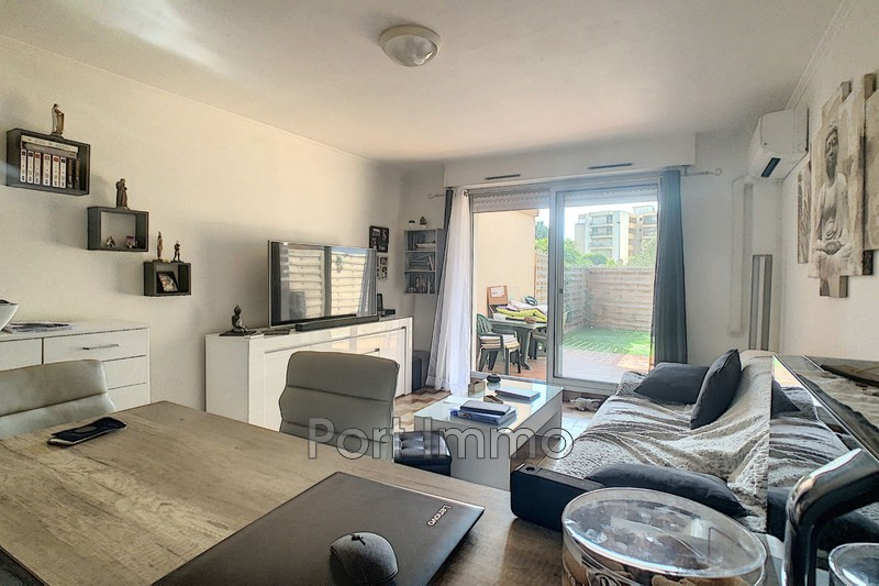 Photo n°2 - Location Appartement rez-de-jardin Saint-Laurent-du-Var 06700 - 625 €