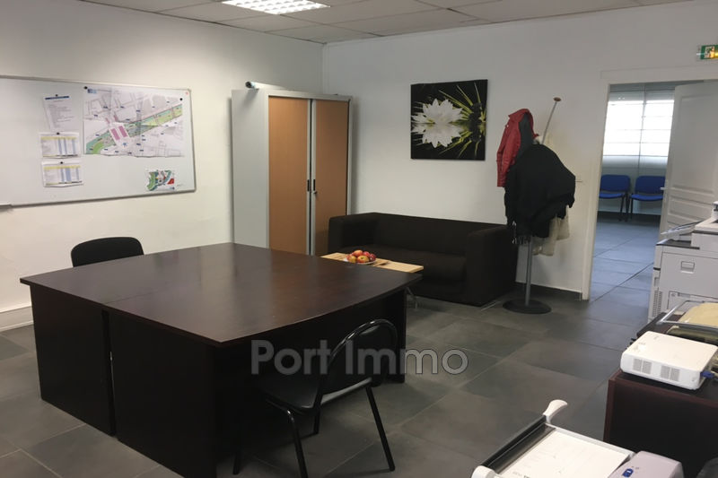 Bureau Carros Zone industrielle,  Professionnel bureau   105m²