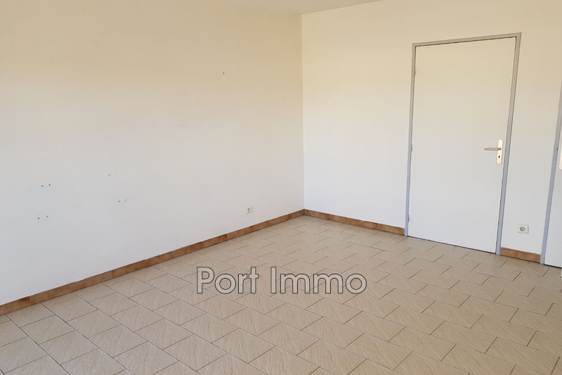 Photo Appartement Saint-Laurent-du-Var Centre-ville,   achat appartement  1 pièce   30m²