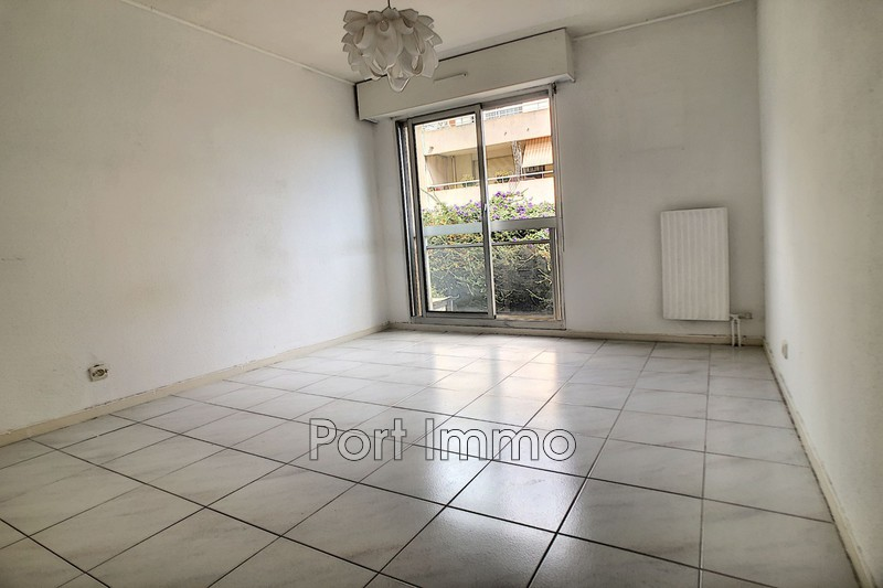 Photo n°5 - Vente appartement Saint-Laurent-du-Var 06700 - 225 000 €