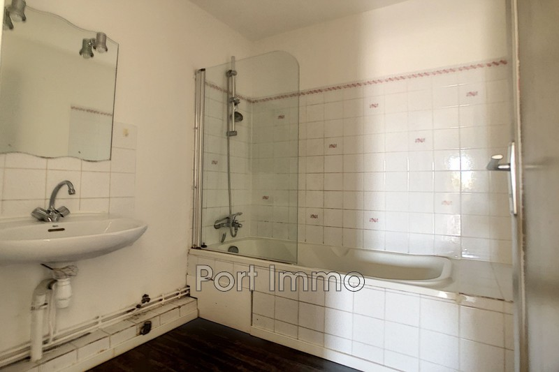 Photo n°8 - Vente appartement Saint-Laurent-du-Var 06700 - 225 000 €