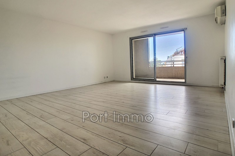 Photo n°2 - Vente appartement Saint-Laurent-du-Var 06700 - 225 000 €