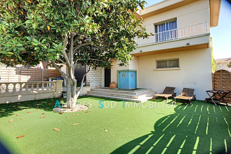 Apartment Golfe-Juan Proche centre et plages,   to buy apartment  4 rooms   110 m²