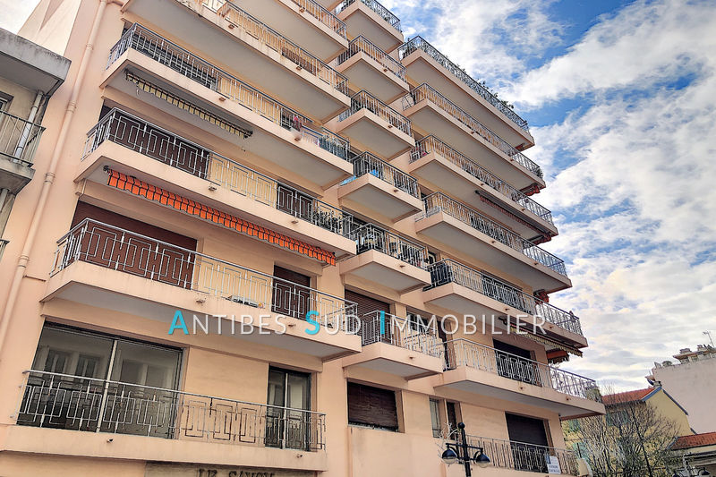 Photo Apartment Antibes Centre-ville,   to buy apartment  3 rooms   66 m²
