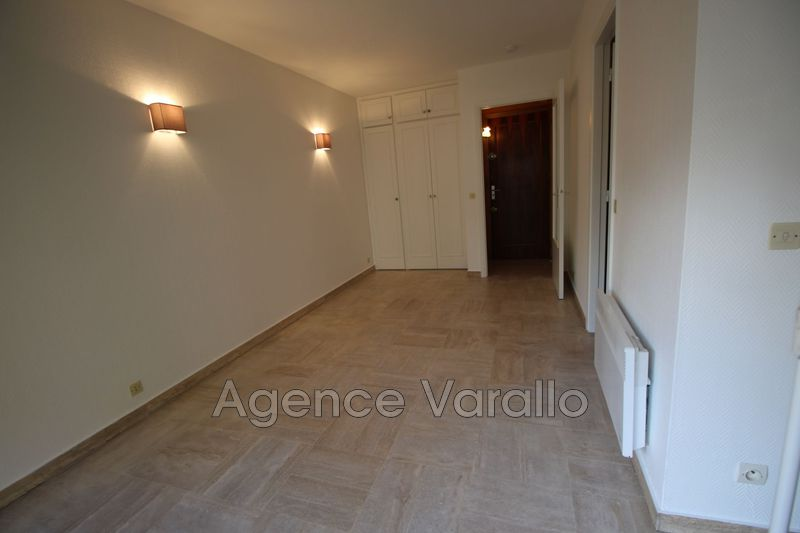Photo n°3 - Location appartement Antibes 06600 - 467 €