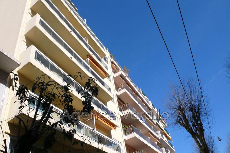 Appartement Juan-les-Pins Centre,  Location appartement  2 pièces   45m²