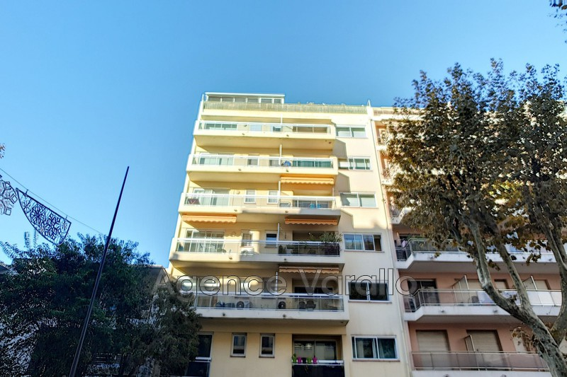 Apartment Juan-les-Pins Centre,  Rentals apartment  2 rooms   45 m²