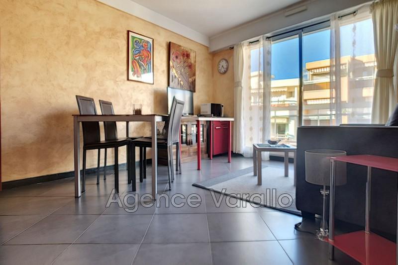 Photo Appartement Juan-les-Pins Centre,  Location appartement  2 pièces   45m²
