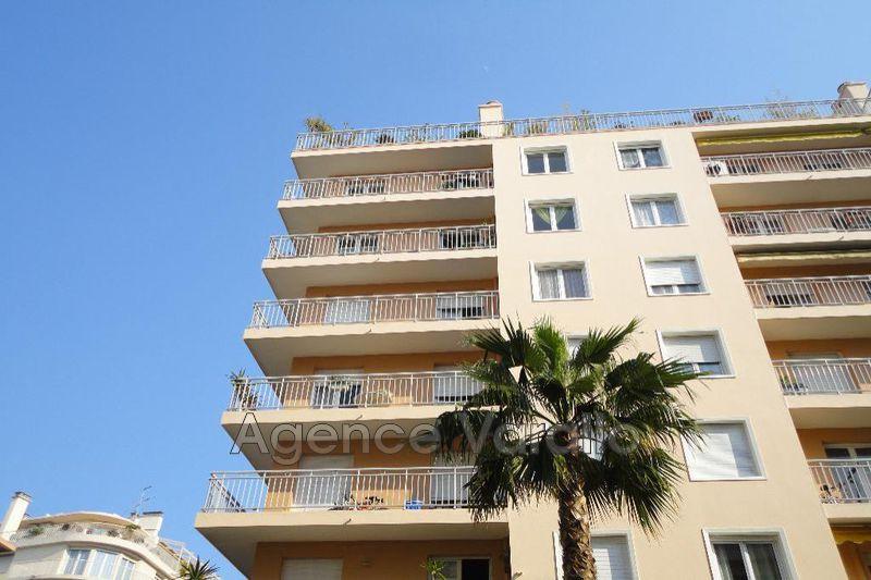 Photo Appartement Antibes Centre-ville,  Location appartement  3 pièces   53m²