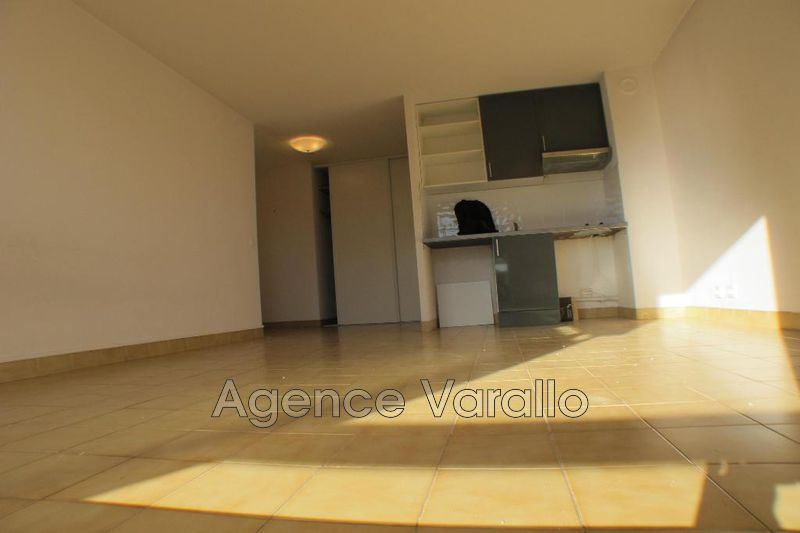 Photo n°2 - Location appartement Antibes 06600 - 538 €