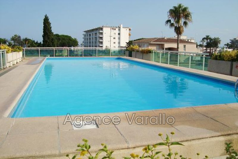 Photo Appartement Golfe-Juan  Location appartement  1 pièce   18 m²