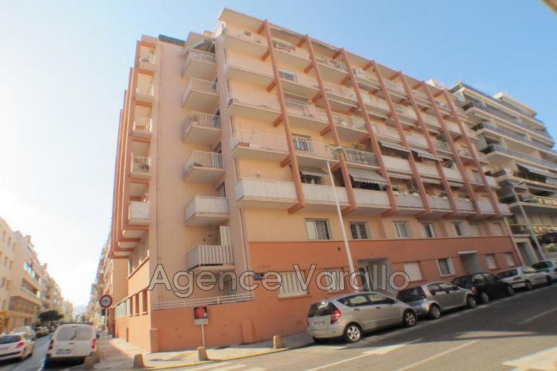 Photo Appartement Juan-les-Pins Centre-ville,  Location appartement  3 pièces   53m²