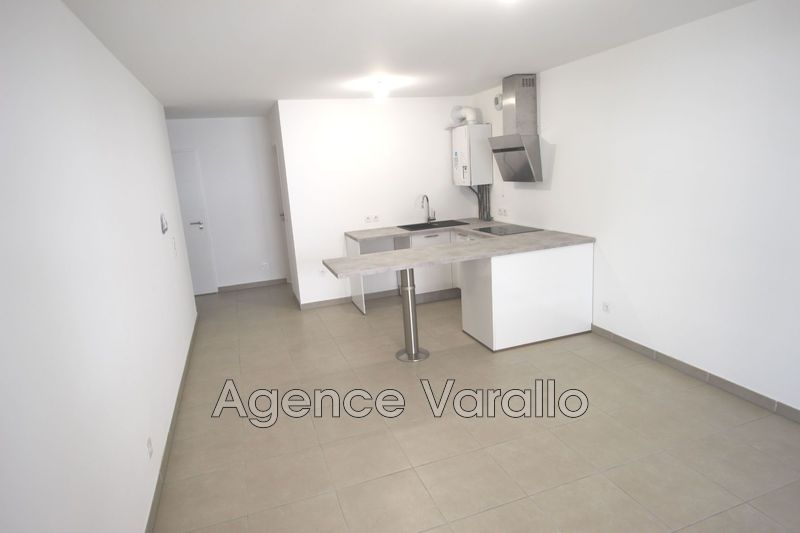 Photo n°2 - Location appartement Antibes 06600 - 742 €