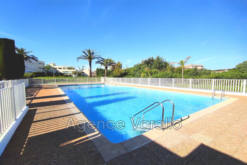Photo Appartement Antibes Combes,  Location appartement  2 pièces   50m²