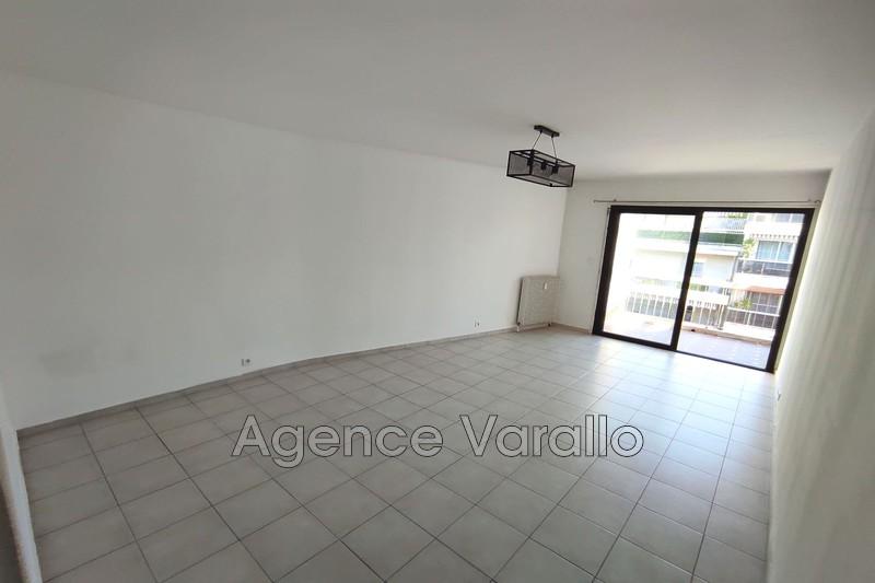 Photo n°2 - Location appartement Juan-les-Pins 06160 - 940 €