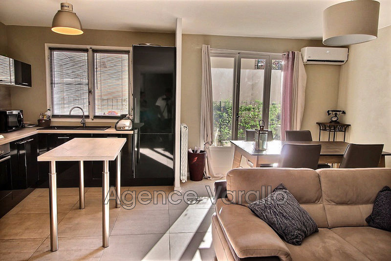 Photo Appartement Antibes Plein centre,   achat appartement  3 pièces   64 m²