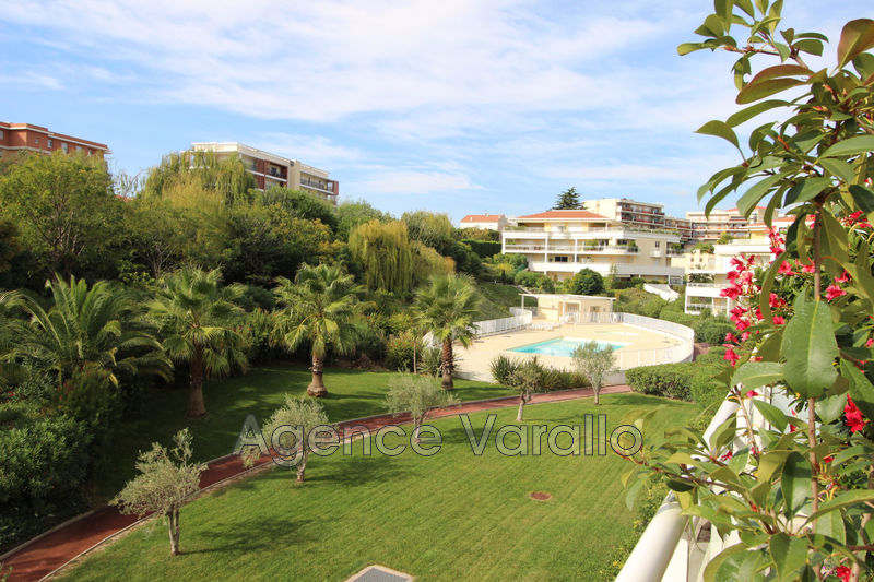 Photo Appartement Antibes Combes,   achat appartement  4 pièces   87 m²
