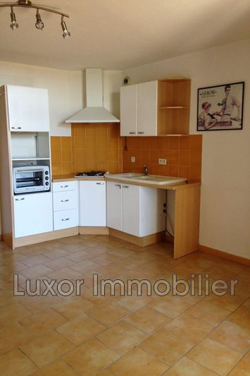 Appartement Cucuron  Location appartement   29 m²