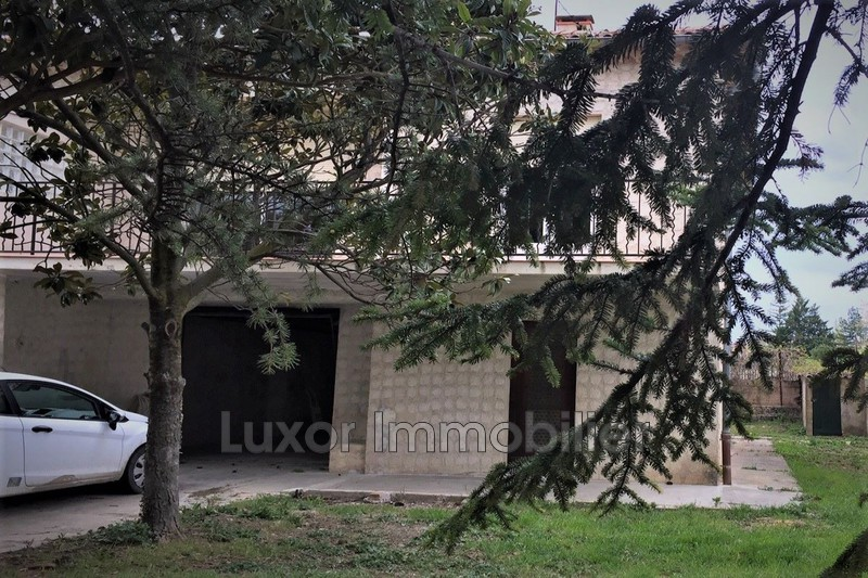 Villa La Tour-d'Aigues   achat villa  3 chambres
