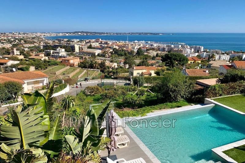 Villa Golfe-Juan   achat villa  5 chambres   220m²