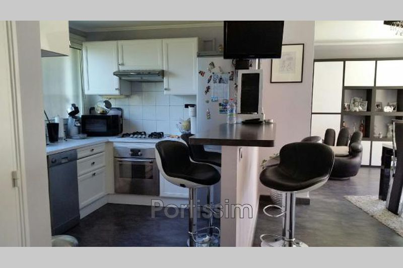 Photo Appartement Saint-Laurent-du-Var Vespins,   achat appartement  3 pièces   67 m²