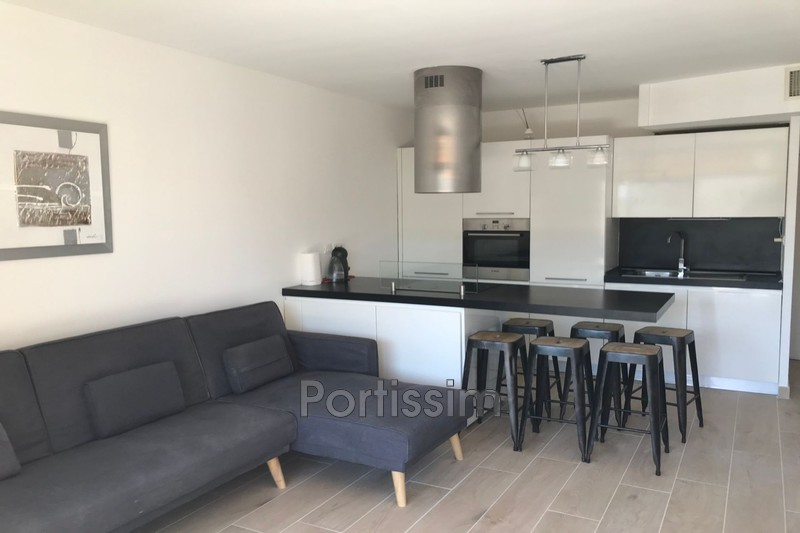 Photo Appartement Saint-Laurent-du-Var Vespins,   achat appartement  2 pièces   48 m²