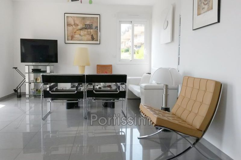 Photo n°3 - Vente appartement Saint-Laurent-du-Var 06700 - 579 000 €