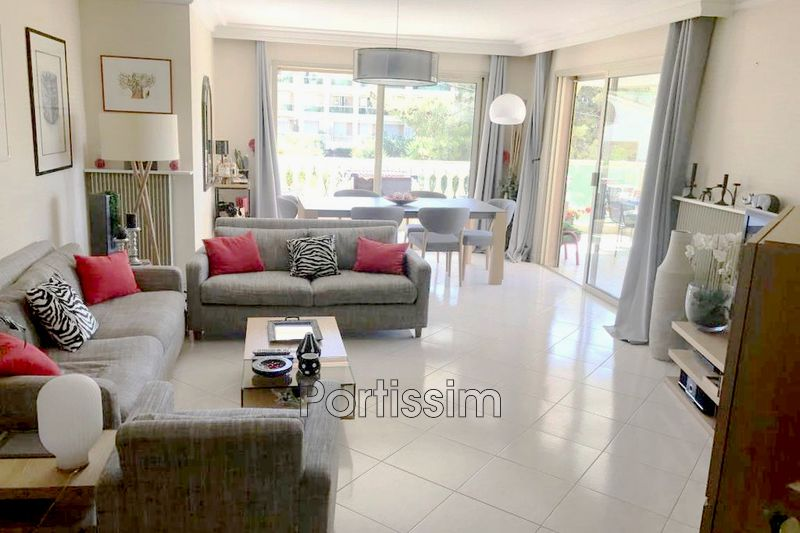 Photo Appartement Saint-Laurent-du-Var Vespins,   achat appartement  3 pièces   90 m²