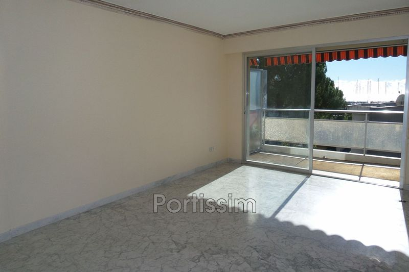 Photo Appartement Saint-Laurent-du-Var Vespins,   achat appartement  3 pièces   69 m²