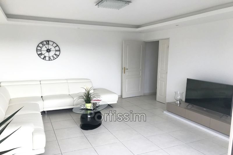 Photo n°4 - Vente appartement Saint-Laurent-du-Var 06700 - 480 000 €