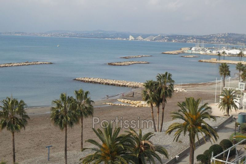Photo Appartement Saint-Laurent-du-Var Front de mer,   achat appartement  1 pièce   40 m²