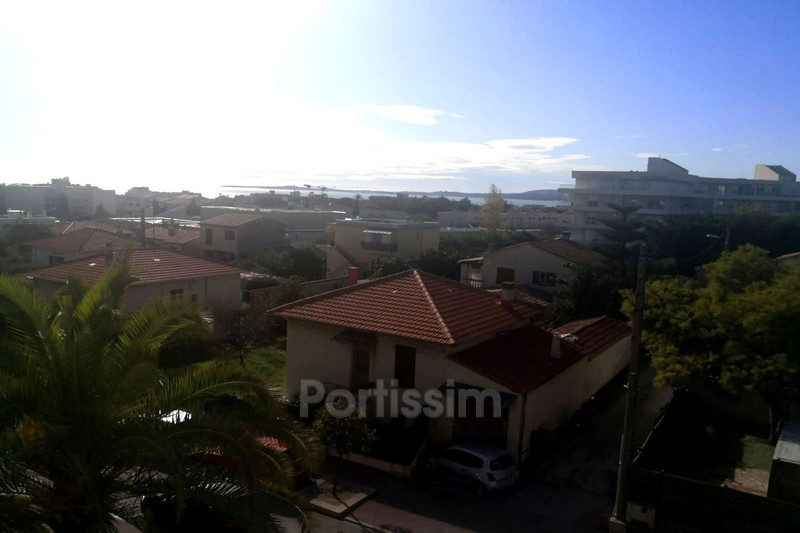 Photo Appartement Saint-Laurent-du-Var   achat appartement  4 pièces   102 m²