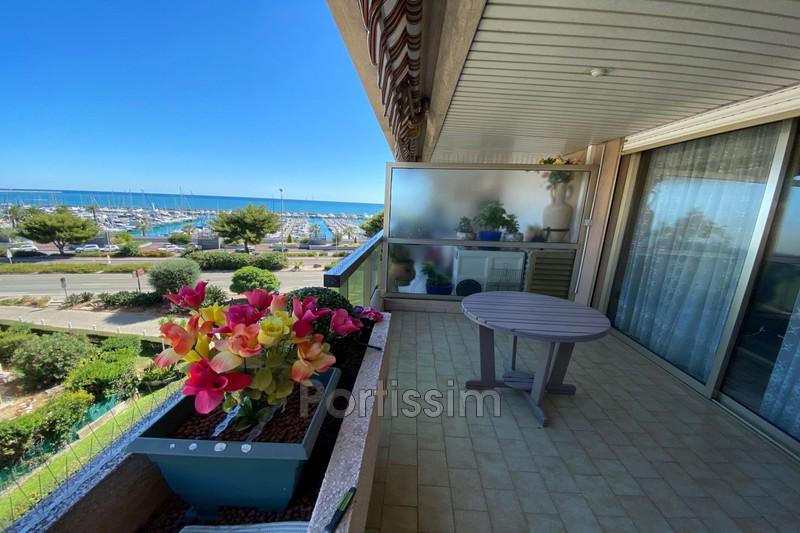 Photo Appartement Saint-Laurent-du-Var Vespins,   achat appartement  3 pièces   66 m²