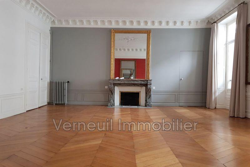 Photo Appartement Paris Rue de l'université,  Location appartement  6 pièces   163m²