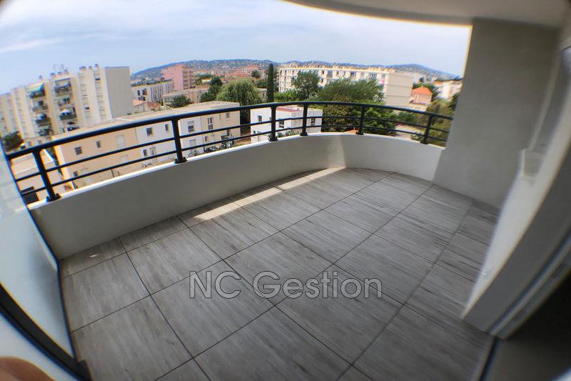 Photo Appartement Juan-les-Pins  Location appartement  3 pièces   51m²